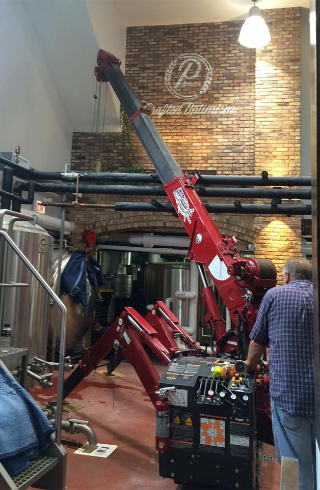 Mini crane 295 in tight quarters