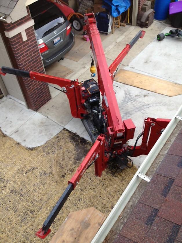 Small crane for tight spots