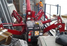 Spydercrane assisting construction workers